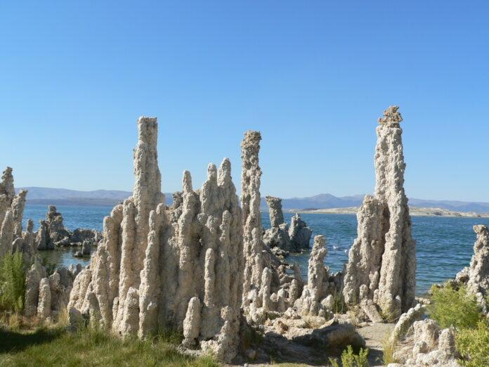 Tufa formations in Mono Lake