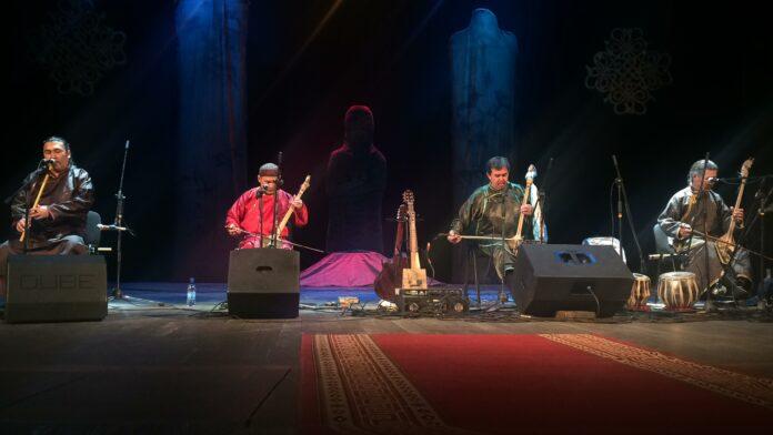 Huun-Huur-Tu performing