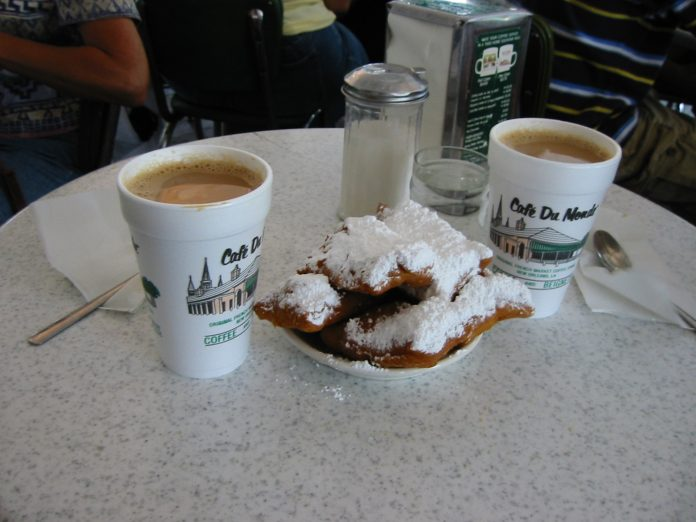 Beignets and café au last at Café du Monde