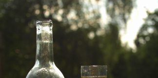 A bottle and glass of Swedish mead