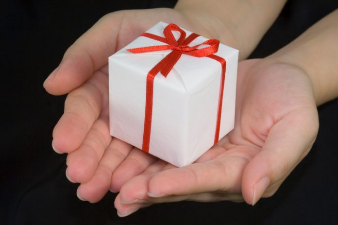 Hands holding a gift box