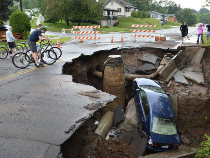 A sinkhole in Duluth, Minnesota in 2011