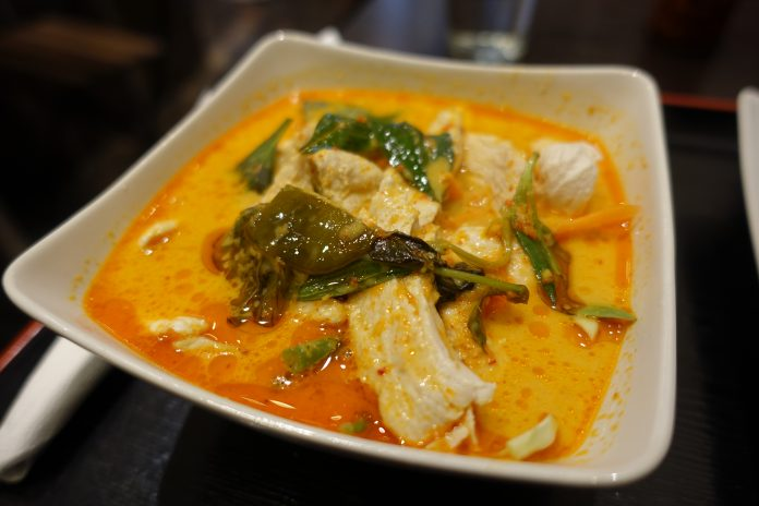 Red Curry Chicken at Meiwenti, Paris