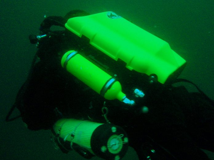 Diver using a rebreather