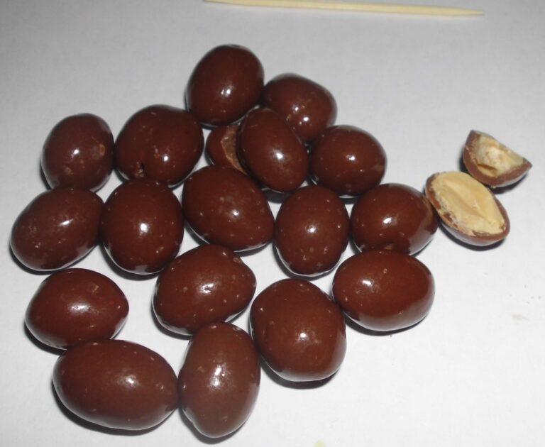 Chocolate-covered peanuts